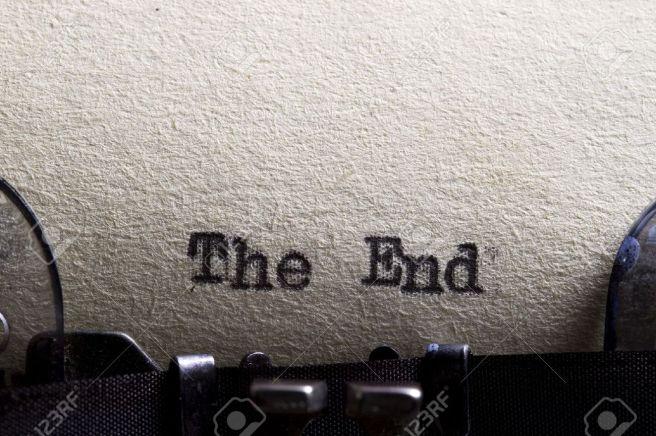 13798394-das-ende-auf-einer-alten-schreibmaschine-und-alte-papier-geschrieben-lizenzfreie-bilder